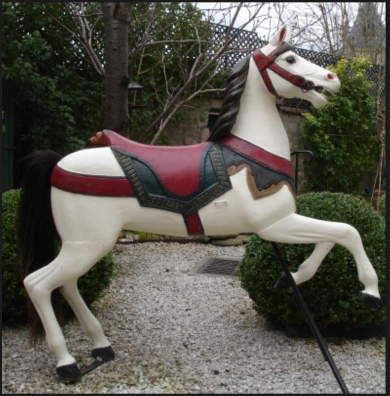 Read more about the article Cheval de Manège par THUMMEL