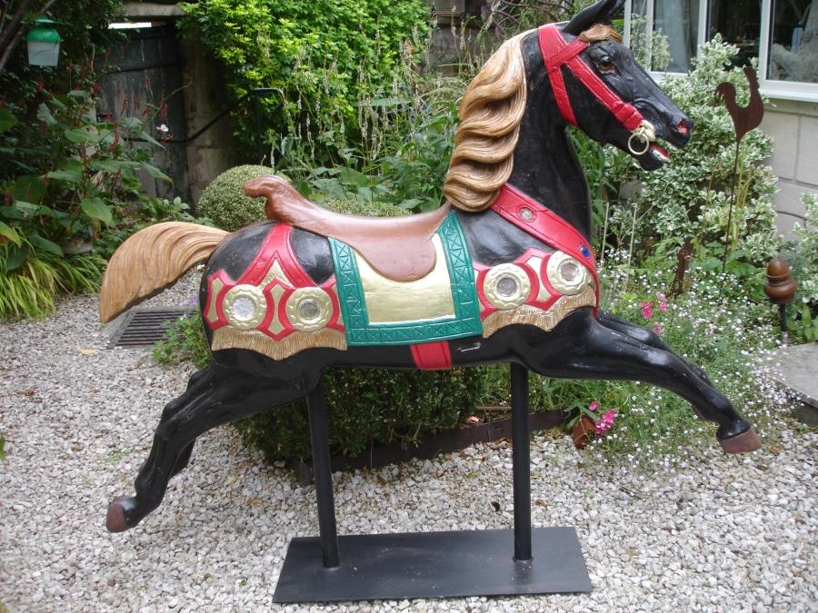 Read more about the article HEYN cheval de manège sauteur