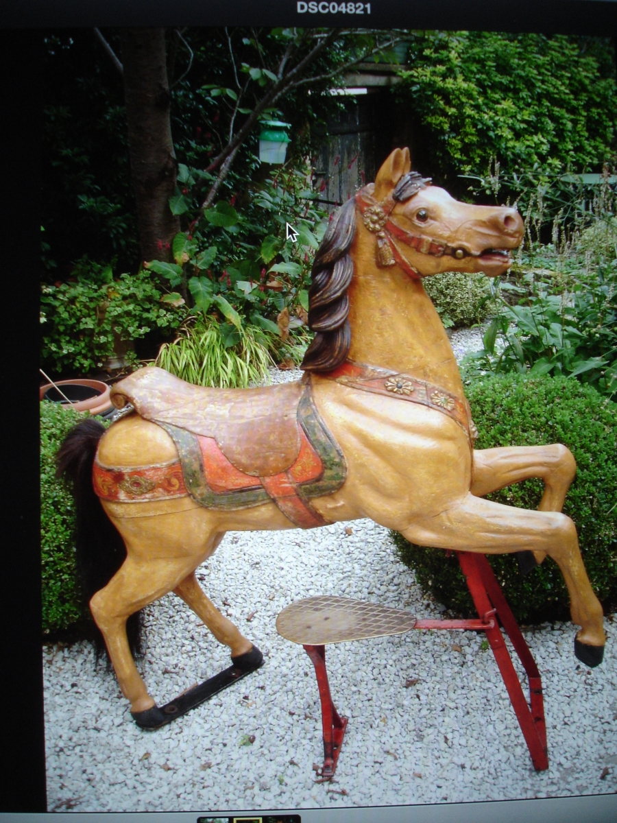 Read more about the article HUBNER Cheval de manège H 12