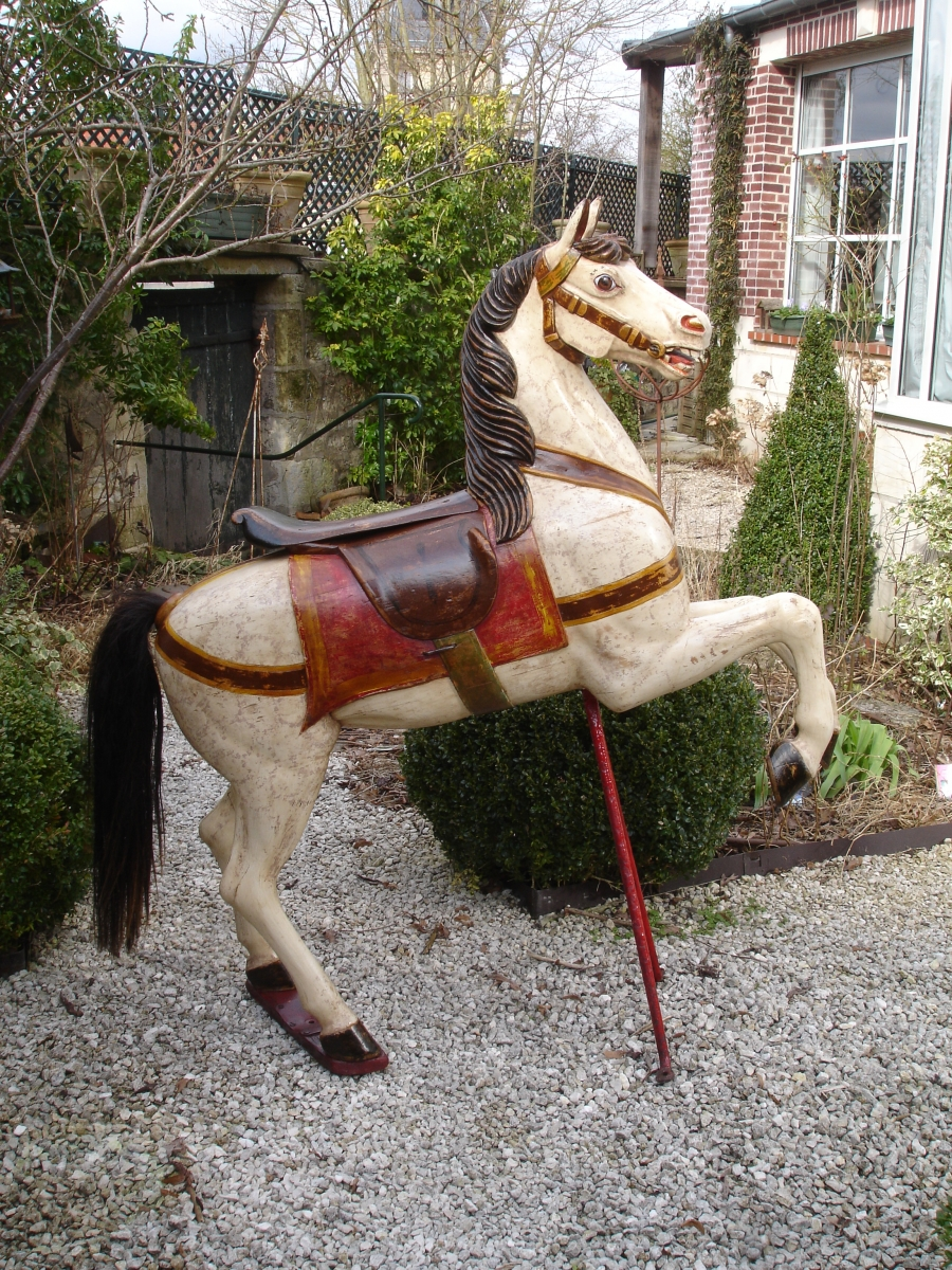 Read more about the article LENGLE cheval de manege